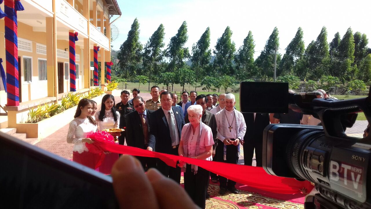 Anne -Cutting the Ribbon, Deputy Minister of Educ - Bishop Kike and civic leaders
