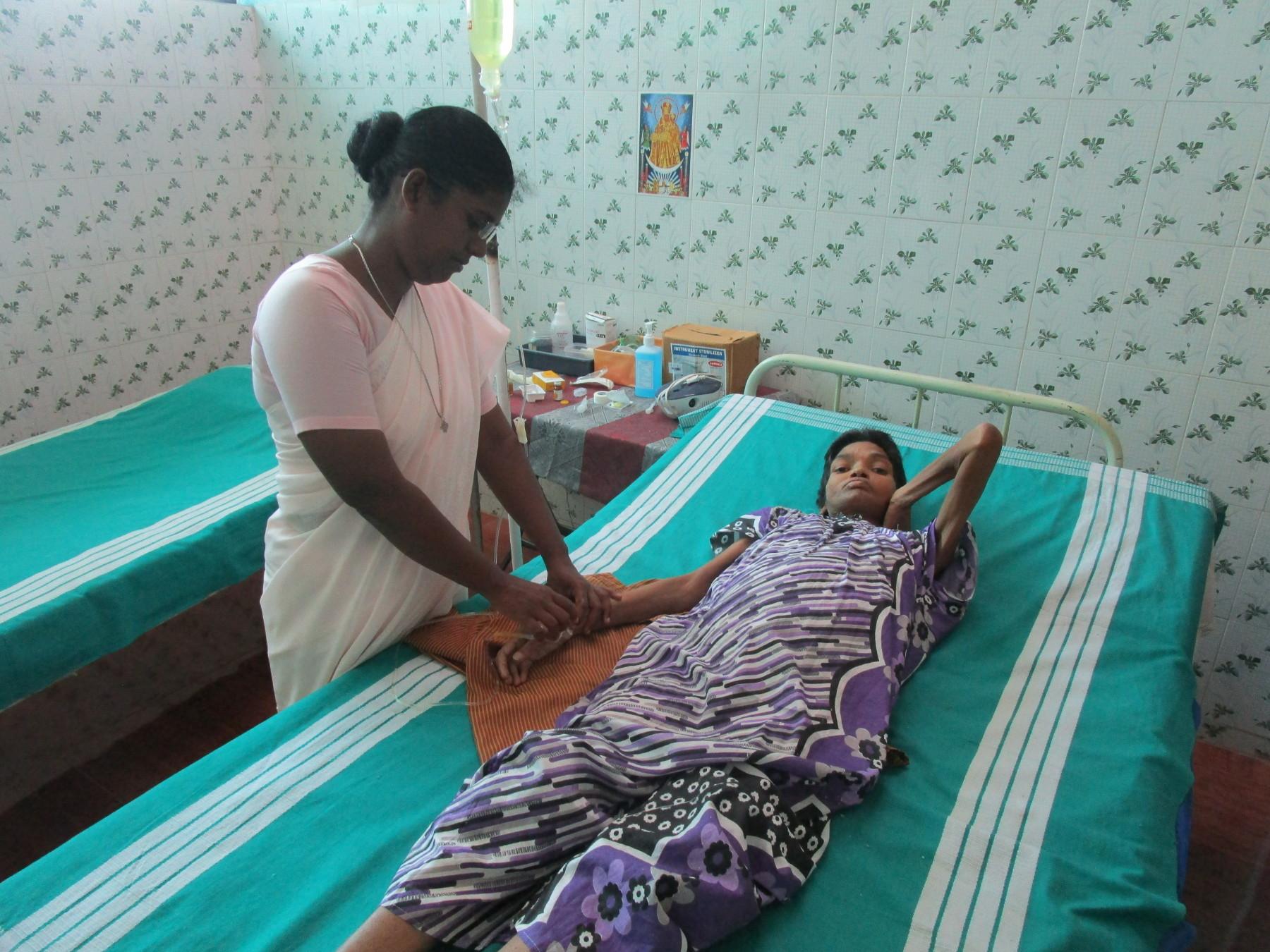 Sr. Arul Kala Royappan treating the patient at Nagle Health Centre, Morai