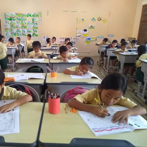 2nd Grade at Phnom Bak School in May 2018 - English Class