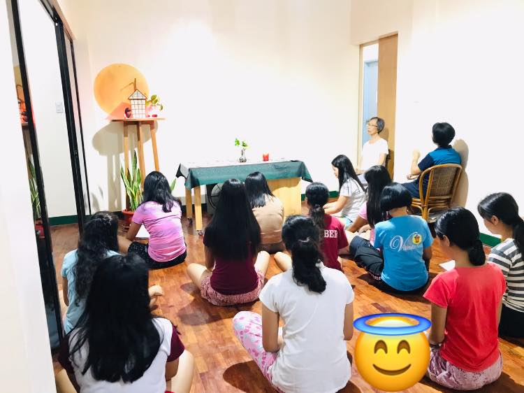Nagle House dormitorians praying the rosary with the Binalbagan Community (Srs Aquila, Analee and July)