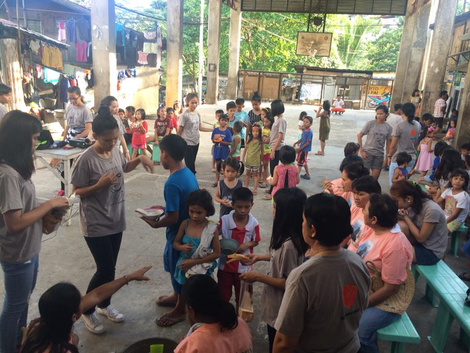 Feeding program in Son-oc organised by the Parolitas and Nano Nagle Circle-Youth with the sisters