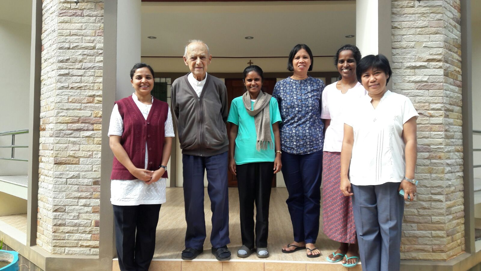 Sisters with Fr Giovanni Zimbaldi, PIME