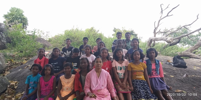Sr Jarsi with her 8th class students